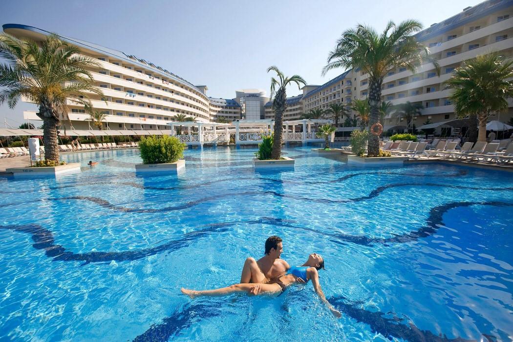 Crystal Admiral Resort Suıtes & Spa